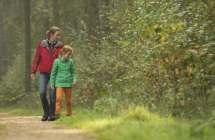 Wandelen in het bos.