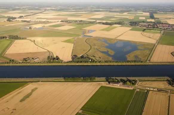 Luchtfoto Kanaal Gent-Terneuzen.