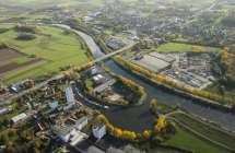 Industrie langs de Bovenschelde.